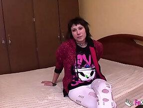 Alternative girl wants to do porn for money